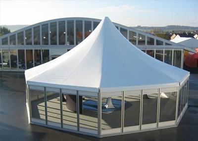 八角尖顶篷房